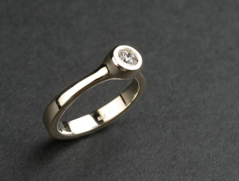 42 Sõrmus - valge kuld, briljant