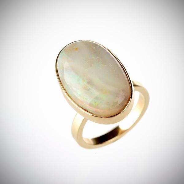 63 Sõrmus opaaliga